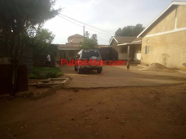 60 decimals property on the main of Entebbe road - 3/6